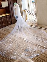 preiswerte -Zweischichtig Spitzen-Saum Brautkleidung Hochzeitsschleier Kapellen Schleier Kathedralen Schleier Mit Blütenblätter Verstreute Perlen mit