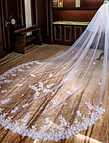 cheap -Two-tier Lace Applique Edge Bridal Wedding Veil Chapel Veils Cathedral Veils 53 Petal Scattered Bead Floral Motif Style Splicing Lace