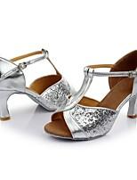 baratos -Mulheres Sapatos de Dança Latina Couro Envernizado Sandália / Salto Recortes Salto Cubano Personalizável Sapatos de Dança Prateado