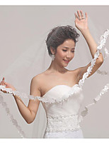 cheap -One-tier Lace Applique Edge / Elegant Wedding Veil Fingertip Veils 53 Scattered Bead Floral Motif Style 55.12 in (140cm) Tulle