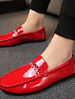 Недорогие -Муж. обувь Полиуретан Весна Мокасины Удобная обувь Мокасины и Свитер Белый Черный Красный