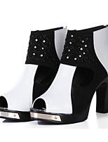 preiswerte -Damen Schuhe Leder Frühling Komfort Stiefel Blockabsatz für Schwarz / weiss