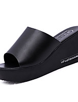preiswerte -Damen Schuhe PU Sommer Komfort Slippers & Flip-Flops Keilabsatz für Normal Weiß Schwarz