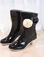 baratos -Mulheres Sapatos Pele PVC Outono Botas de Chuva Botas Salto Robusto Botas Cano Médio Preto / Bege