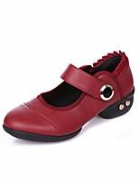 Недорогие -Жен. Обувь для модерна Искусственное волокно На каблуках Выступление / Тренировочные На низком каблуке Танцевальная обувь Черный / Красный
