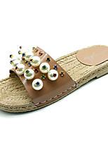 Недорогие -Жен. Обувь Полиуретан Лето Удобная обувь Тапочки и Шлепанцы На плоской подошве Круглый носок Искусственный жемчуг для Повседневные Белый