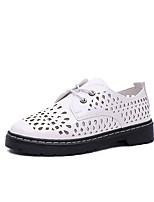 abordables -Femme Chaussures Polyuréthane Printemps été Confort Oxfords Talon Plat Blanc / Noir / Beige