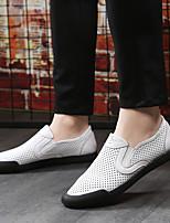Недорогие -Муж. обувь Наппа Leather Лето Удобная обувь Мокасины и Свитер Белый Черный Бежевый