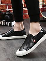 Недорогие -Муж. обувь Кожа Лето Удобная обувь Мокасины и Свитер для на открытом воздухе Белый Черный