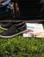 preiswerte -Herrn Schuhe Künstliche Mikrofaser Polyurethan Frühling Komfort Loafers & Slip-Ons Weiß / Schwarz