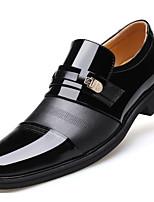 Недорогие -Муж. обувь Кожа Осень Удобная обувь Мокасины и Свитер Черный / Коричневый