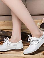 abordables -Femme Chaussures Cuir Automne / Printemps été Confort Oxfords Talon Plat Blanc / Noir