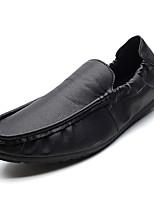 Недорогие -Муж. обувь Искусственное волокно / Полиуретан Осень Удобная обувь / Мокасины Мокасины и Свитер Белый / Черный