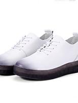 abordables -Mujer Zapatos Cuero de Napa Primavera / Verano Confort Zapatillas de deporte Tacón Plano Dedo redondo Blanco / Negro