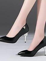 baratos -Mulheres Sapatos Pele Napa Primavera Conforto Saltos Salto Agulha Branco / Preto