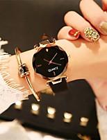 abordables -Femme Montre Habillée / Montre Bracelet Chinois Design nouveau / Montre Décontractée / Adorable Cuir Bande Décontracté / Mode Noir / Marron / Vert