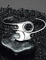 Недорогие -Муж. Стильные / 3D Браслет разомкнутое кольцо / Широкий браслет - нержавеющий Креатив, Буквы Массивный, европейский, модный Браслеты Серебряный Назначение Для улицы / Бар