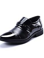 Недорогие -Муж. Полиуретан Осень Удобная обувь Мокасины и Свитер Черный / Коричневый