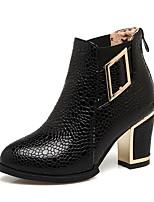 preiswerte -Damen Schuhe Kunstleder Winter Modische Stiefel Stiefel Blockabsatz Runde Zehe Booties / Stiefeletten Schnalle Weiß / Schwarz / Rot
