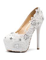 preiswerte -Damen Schuhe PU Herbst Winter Pumps Hochzeit Schuhe Stöckelabsatz Runde Zehe Perle / Satin Blume / Glitter Weiß / Party & Festivität