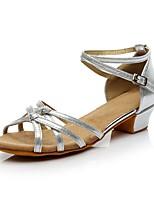 Недорогие -Девочки Обувь для латины Синтетика На каблуках Толстая каблук Персонализируемая Танцевальная обувь Золотой / Черный / Серебряный