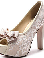preiswerte -Damen Schuhe PU Frühling Sommer Pumps Hochzeit Schuhe Blockabsatz Peep Toe Schleife Schwarz / Beige / Rot / Party & Festivität