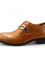Недорогие -Муж. Полиуретан Лето Удобная обувь Туфли на шнуровке Контрастных цветов Белый / Черный / Коричневый
