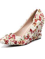 preiswerte -Damen Schuhe PU Herbst Winter Pumps Hochzeit Schuhe Keilabsatz Spitze Zehe Satin Blume Regenbogen / Party & Festivität
