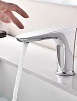 Недорогие -Ванная раковина кран - Сенсорный / несенсорный / Датчик Хром По центру Руки свободно одно отверстие