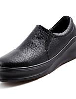 Недорогие -Муж. Кожа / Полиуретан Осень Удобная обувь Мокасины и Свитер Черный / Коричневый / Черно-белый