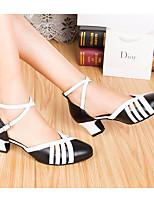 Недорогие -Жен. Обувь для модерна Кожа На каблуках Толстая каблук Танцевальная обувь Черный / Белый