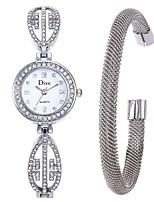 baratos -Mulheres Relógio Elegante / Bracele Relógio Chinês Criativo Aço Inoxidável Banda Elegante Prata / Um ano