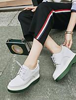 abordables -Mujer Zapatos Cuero de Napa Primavera verano Confort Zapatillas de deporte Tacón Plano Punta cerrada Blanco / Negro