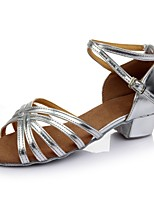 baratos -Mulheres Sapatos de Dança Latina Couro Envernizado Sandália / Salto Recortes Salto Grosso Personalizável Sapatos de Dança Prateado