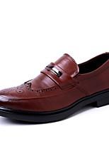abordables -Hombre Cuero Sintético Otoño Confort Zapatos de taco bajo y Slip-On Negro / Marrón