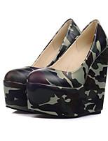 Недорогие -Жен. Комфортная обувь Полиуретан Весна Обувь на каблуках Туфли на танкетке Черный
