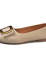 Недорогие -Жен. Комфортная обувь Полиуретан Лето На плокой подошве На плоской подошве Круглый носок Бежевый / Темно-русый