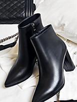 baratos -Mulheres Sapatos Pele Napa Primavera & Outono Conforto Saltos Salto Robusto Dedo Apontado Branco / Preto
