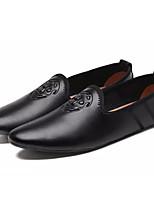 Недорогие -Муж. Комфортная обувь Полиуретан Осень Мокасины и Свитер Белый / Черный / Коричневый