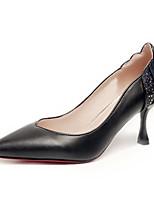 """Недорогие -Жен. Полиуретан Лето Туфли лодочки Обувь на каблуках Каблук """"Клеш"""" Заостренный носок Белый / Черный"""