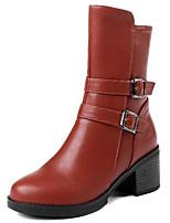 Недорогие -Жен. Fashion Boots Полиуретан Наступила зима Ботинки Блочная пятка Круглый носок Сапоги до середины икры Пряжки Черный / Коричневый
