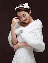 cheap -Sleeveless Faux Fur Wedding / Party / Evening Women's Wrap With Crystal Brooch Capelets