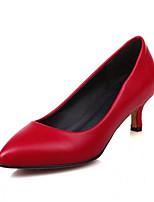Недорогие -Жен. Обувь Полиуретан Весна Удобная обувь Обувь на каблуках На шпильке Белый / Черный / Красный