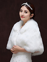 cheap -Sleeveless Faux Fur Party / Evening Women's Wrap With Metallic Buckle Capelets