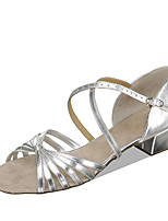 baratos -Para Meninas Sapatos de Dança Latina Couro Ecológico Sandália / Salto Salto Grosso Personalizável Sapatos de Dança Branco / Prateado