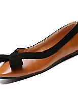 Недорогие -Жен. Комфортная обувь Полиуретан Осень Минимализм На плокой подошве На плоской подошве Бежевый / Коричневый / Контрастных цветов