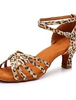 Недорогие -Жен. Обувь для латины Сатин Сандалии / На каблуках Пряжки Кубинский каблук Персонализируемая Танцевальная обувь Цвет-леопард