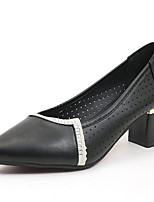 Недорогие -Жен. Полиуретан Лето Туфли лодочки Обувь на каблуках На толстом каблуке Заостренный носок Белый / Черный