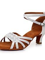 Недорогие -Жен. Обувь для латины Сатин Сандалии / На каблуках Пряжки Кубинский каблук Персонализируемая Танцевальная обувь Белый