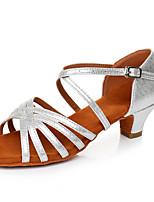 Недорогие -Жен. Обувь для латины Лакированная кожа Сандалии / На каблуках Пряжки Толстая каблук Персонализируемая Танцевальная обувь Серебряный